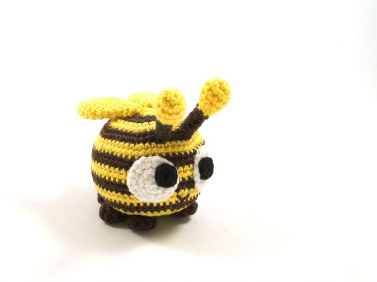 Witzige Biene - Häkelanleitung - myPatterns.de