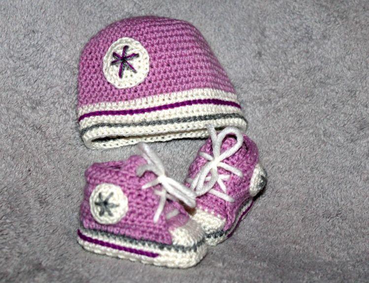 Neugeborenen Set Sneaker Socken und Mütze Häkelanleitung - myPatterns.de